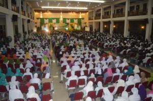Ribuan warga nahdliyin ikut meramaikan acara pelantikan (Foto: Munif)